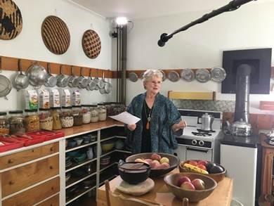 Marie-Christine Barrault dans la maison américaine de M. Yourcenar lors du tournage de Zénon, l'insoumis. ©Memento Production