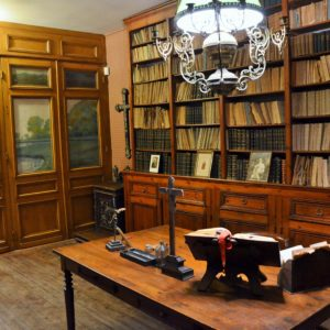 Le bureau-bibliothèque de l'abbé Lemire, comme figé dans le temps. (Photo Jean-Pascal Vanhove)